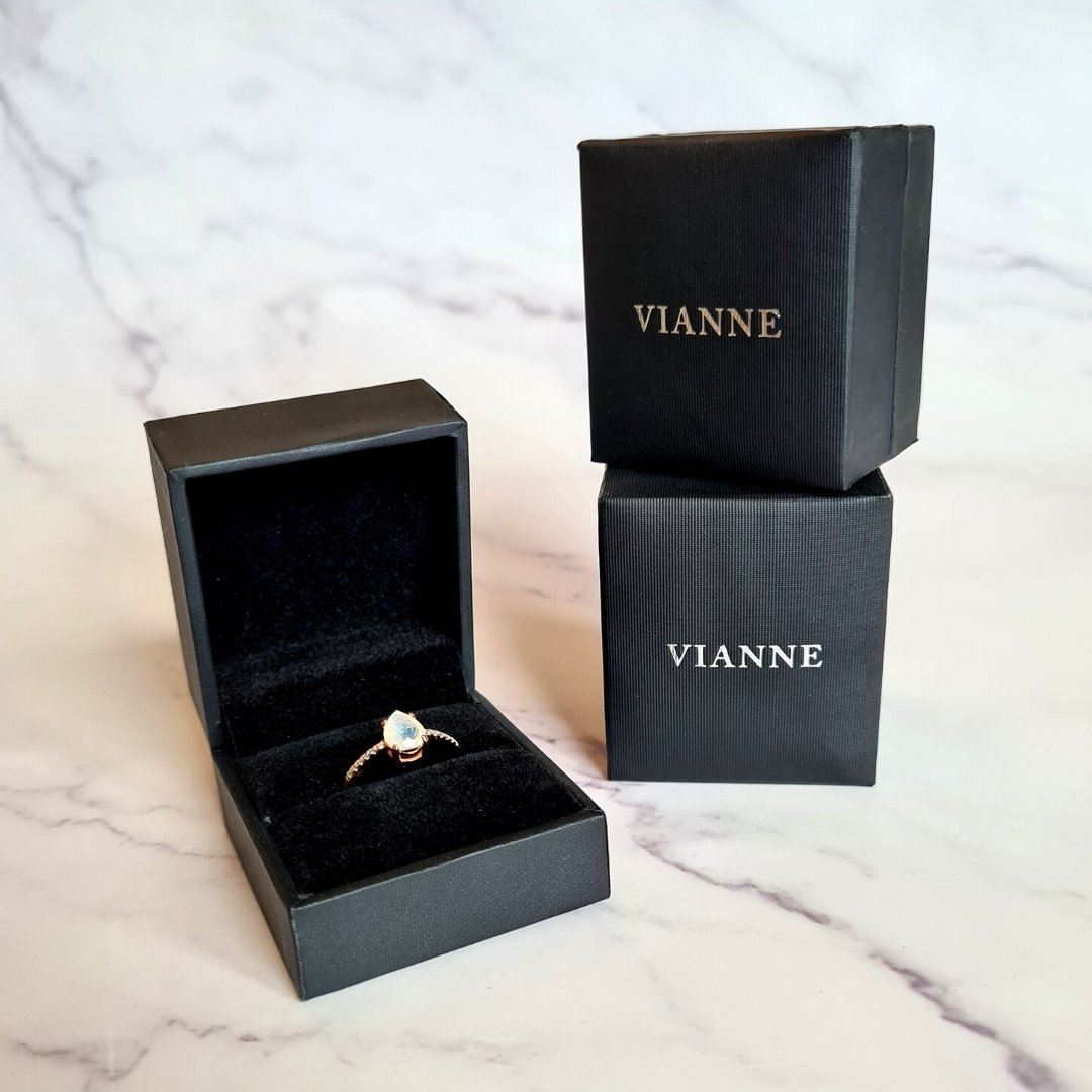 Vianne Jewellery Ring Box with Moonstone Ring