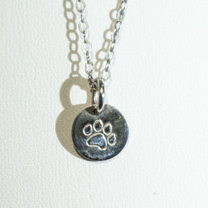 Dog paw print necklace, silver.