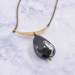 Large pear onyx and brass necklace.