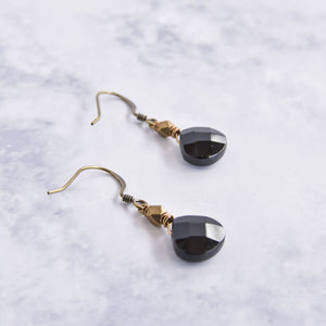 Small pear onyx and brass dangling earrings.