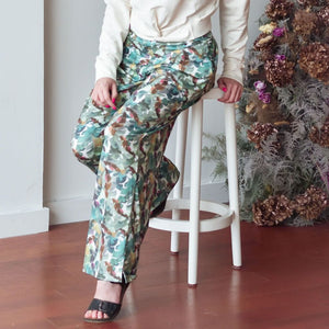 Tropical leaves pattern on palazzo pants