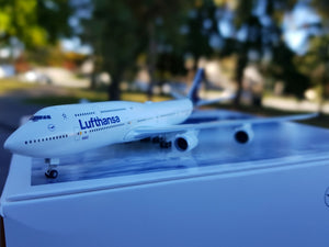 "Lufthansa Boeing 747-8 ""Intercontinental New Colors"" -- 1:500 by Herpa - craft747"