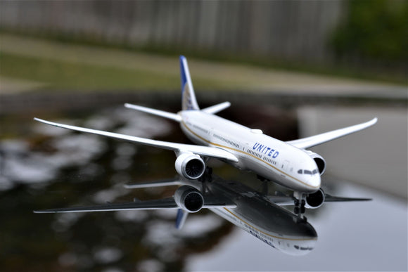 United Airlines Boeing 787-10 Dreamliner -- 1:500 by Herpa
