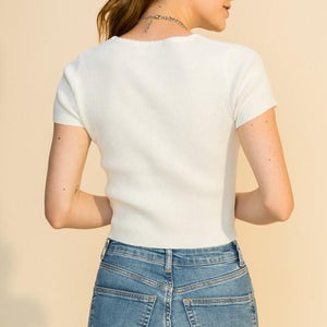 SCALLOPED EDGE NECK SHORT SLEEVE CROP WHITE TOP