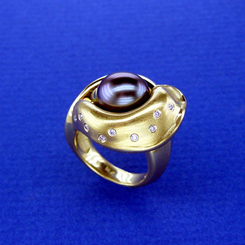 Black Pearl Swirl Ring