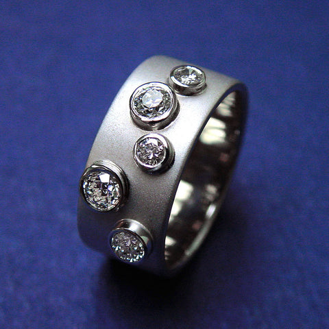 Round Cut Diamond Band