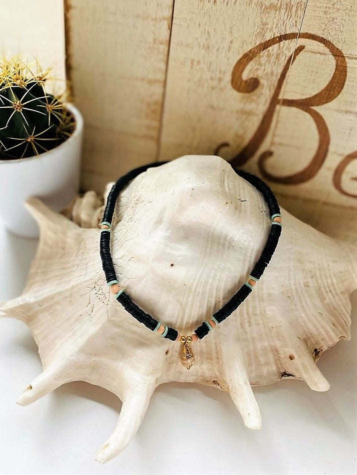 jungle pepite collier style surfeur heischi noir avec breloque coquillage