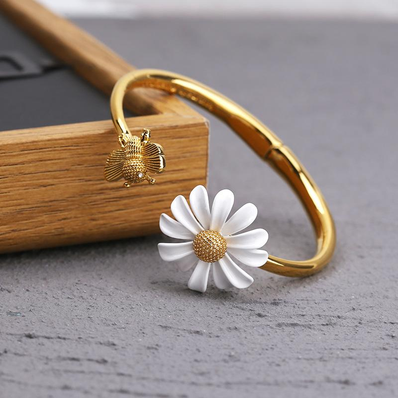 BEES AND DAISY BRACELET - Never Fade