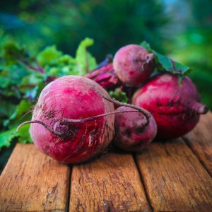 4 beetroot_in_a_bunch_on_bench