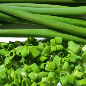 Chives_chopped_and_cut