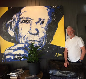 Artist Barry Novis with Keith Richards portrait in restaurant