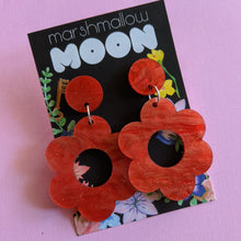 Load image into Gallery viewer, Pink Daisy Acrylic Earrings