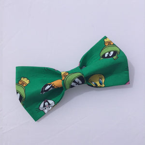 Looney Tunes front green dog bow tie, Bugs Bunny, Tweety Bird, Marvin The Martian and Daffy Duck