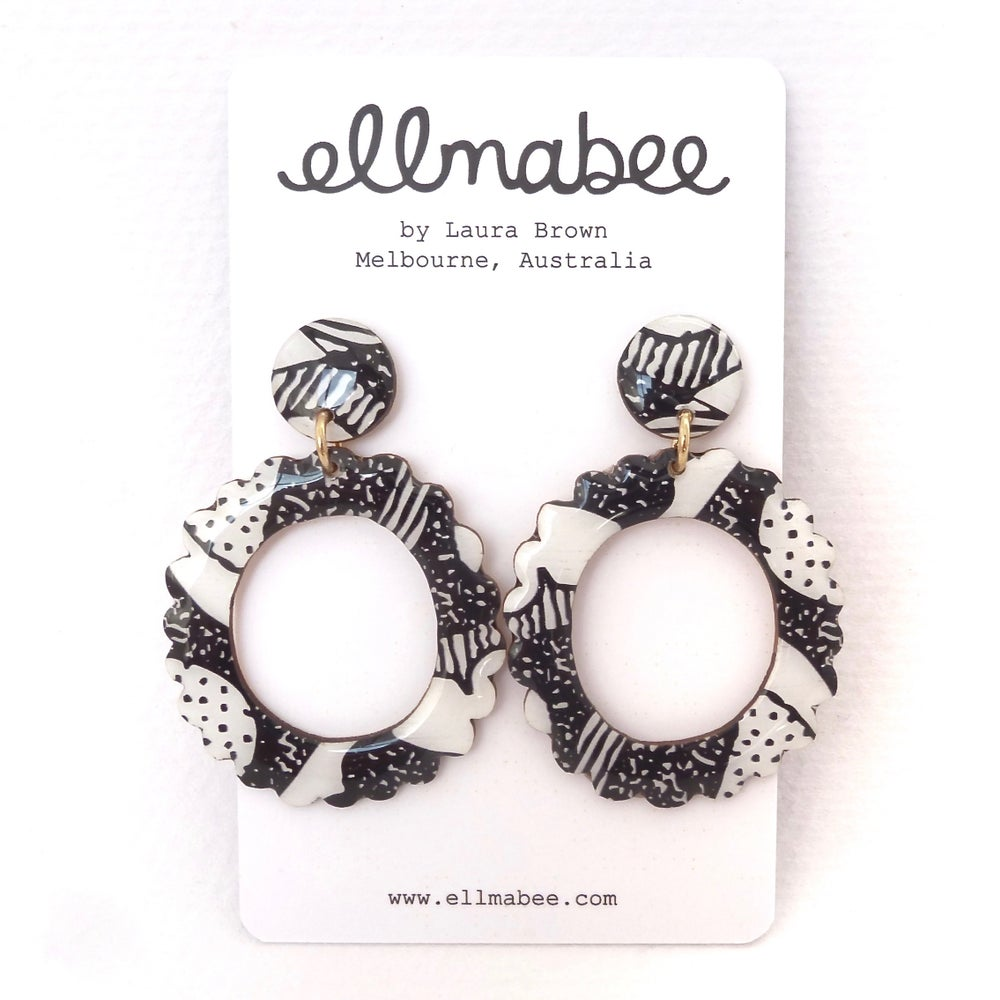 ENIGMA Statement Earrings Scalloped Circle
