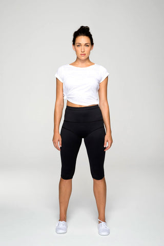svvet black three-quarter length tight pants front view