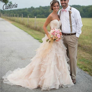 Blush Pink Country Wedding Dresses With Ruffles Sweetheart Neckline Lace Applique Bead Chapel Train Organza Bridal Gowns