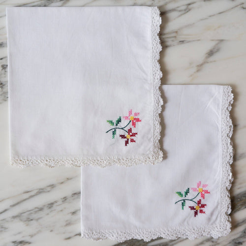 White Linen Napkins with Embroidered Flowers - La Porte Bonheur