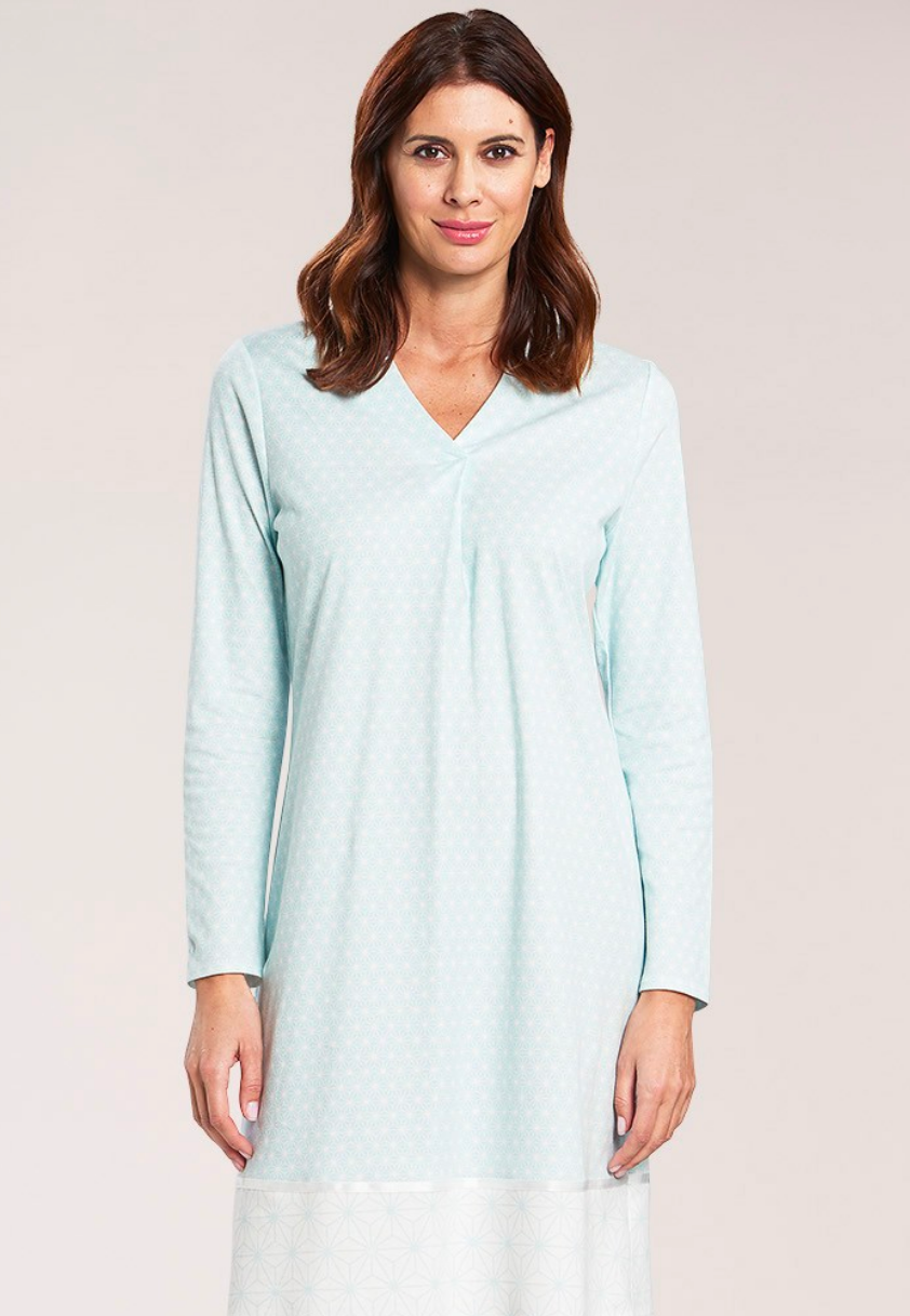 Nightshirt in graphic star print