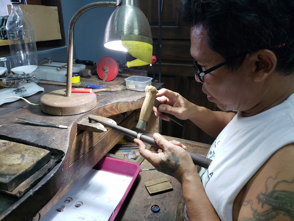 Lenju, the goldsmith who loves to fish and build kites