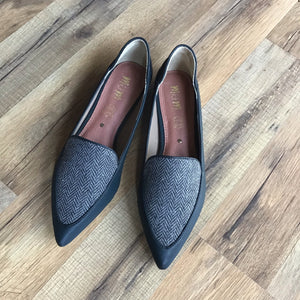 Blake Chevron Business Flat