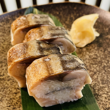 Load image into Gallery viewer, Seared Mackerel Sushi 【炙り鯖寿司】