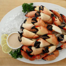 Load image into Gallery viewer, Medium Stone Crab Claws on Ice