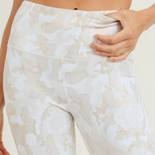 Load image into Gallery viewer, Camo Gold Microdot Foil Highwaist Leggings