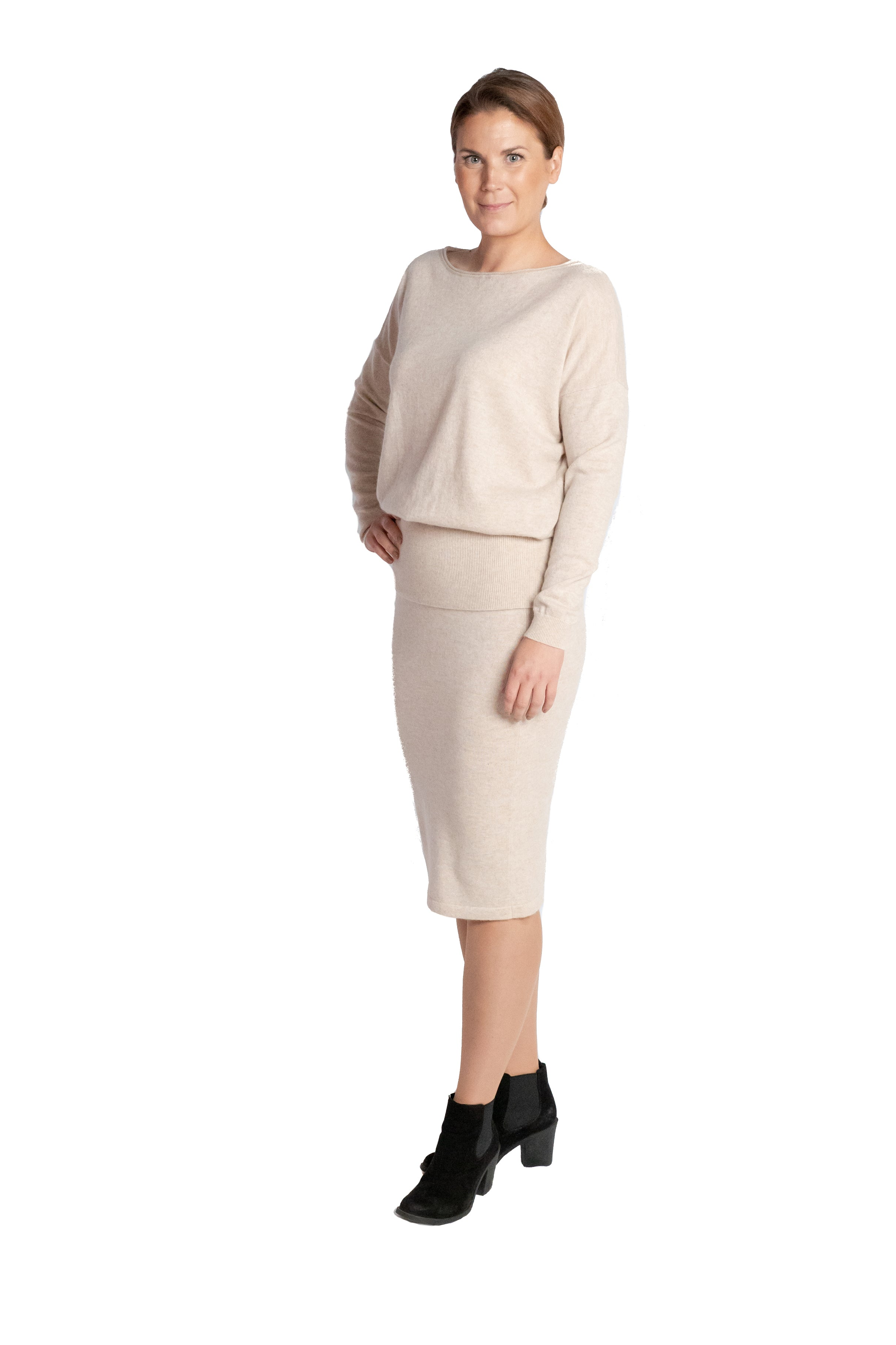 Inari Women's beige cashmere O-neck sweater - front side - 100% high-quality cashmere - Inari-clothing.fi