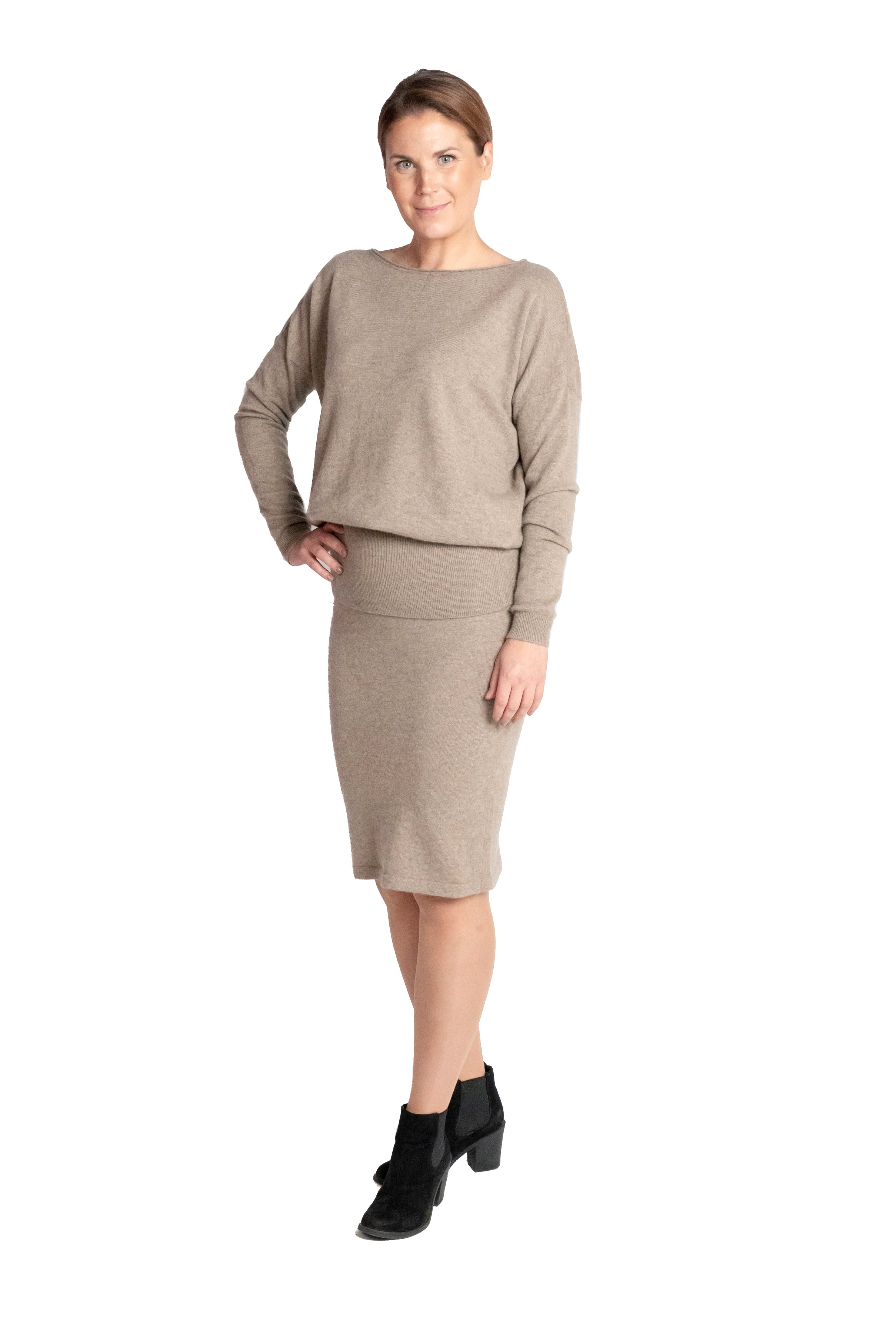 Inari Women's brown cashmere O-neck sweater - front side - 100% high-quality cashmere - Inari-clothing.fi