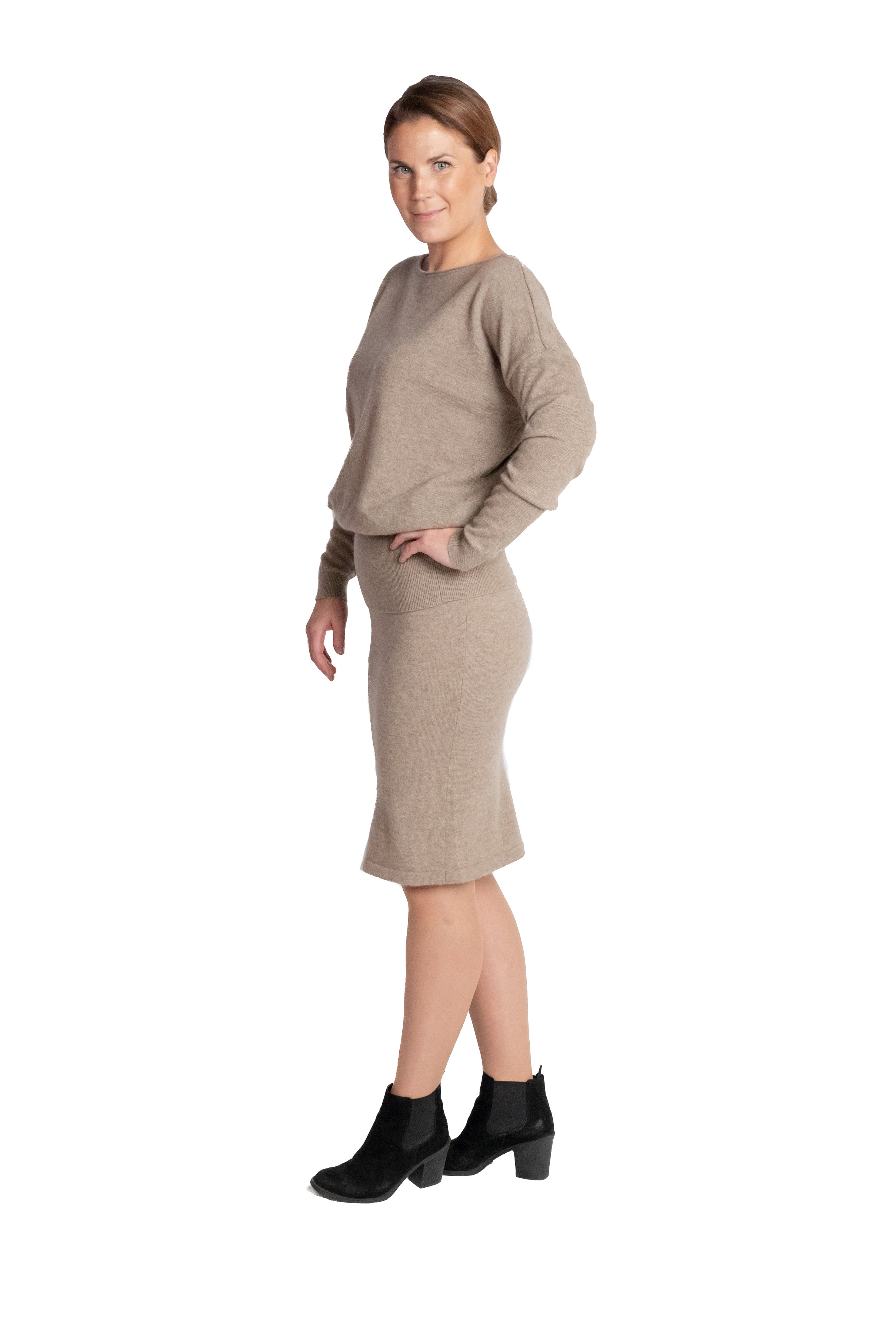 Inari Women's brown cashmere O-neck sweater - side - 100% high-quality cashmere - Inari-clothing.fi