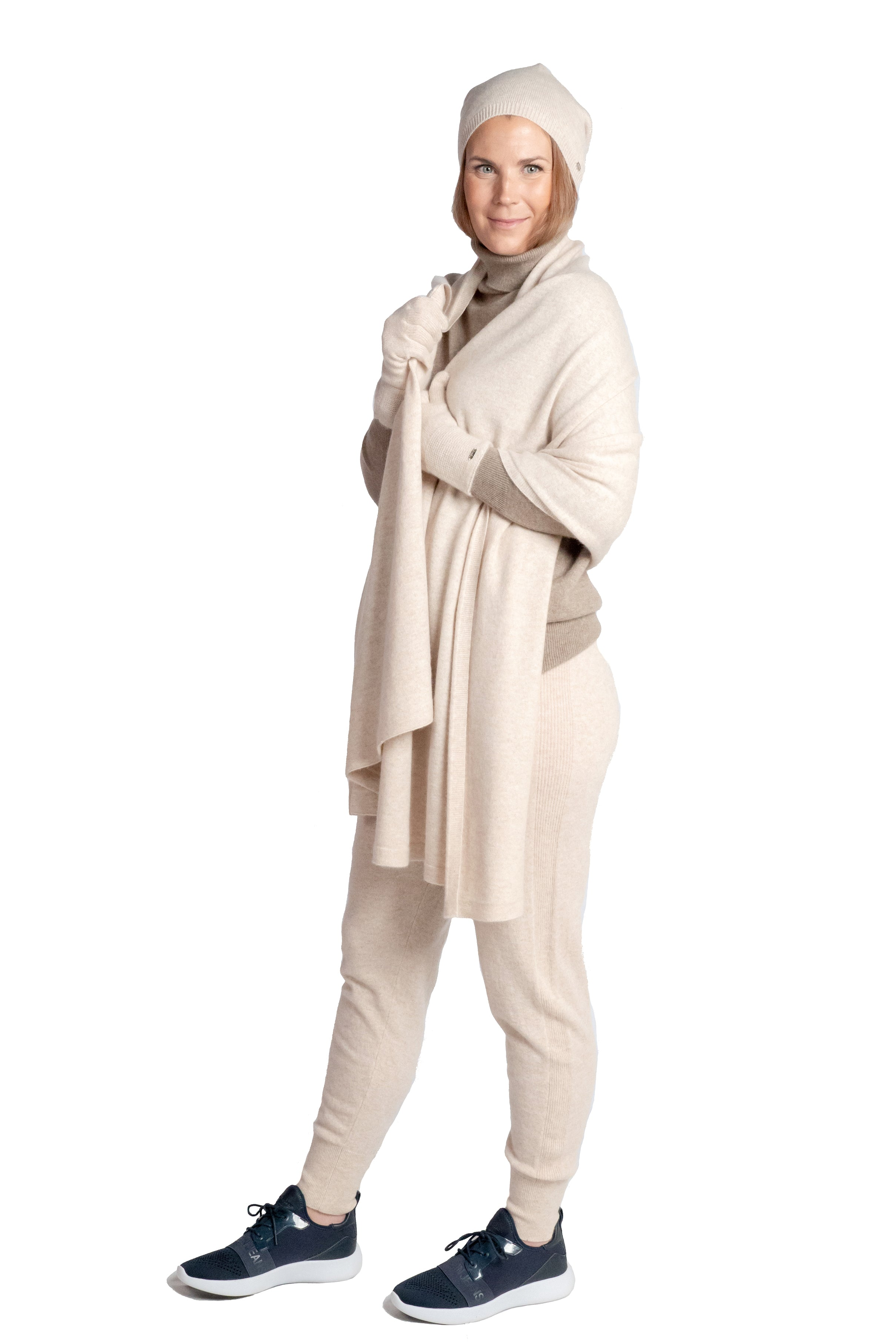Inari Women's beige cashmere scarf / shawl - 100% high-quality cashmere - Inari-clothing.fi