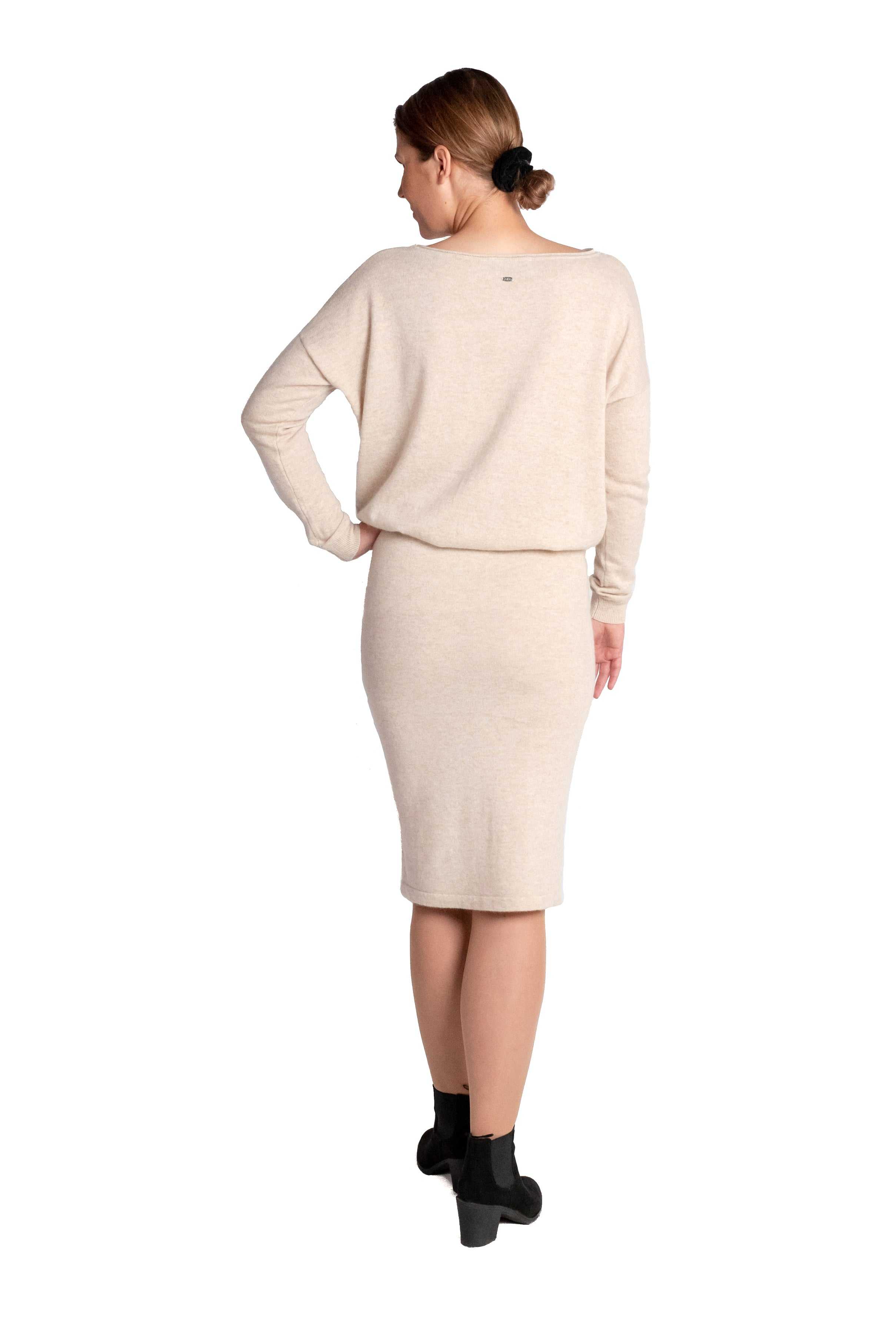 Inari Women's beige cashmere skirt - back side - 100% high-quality cashmere - Inari-clothing.fi