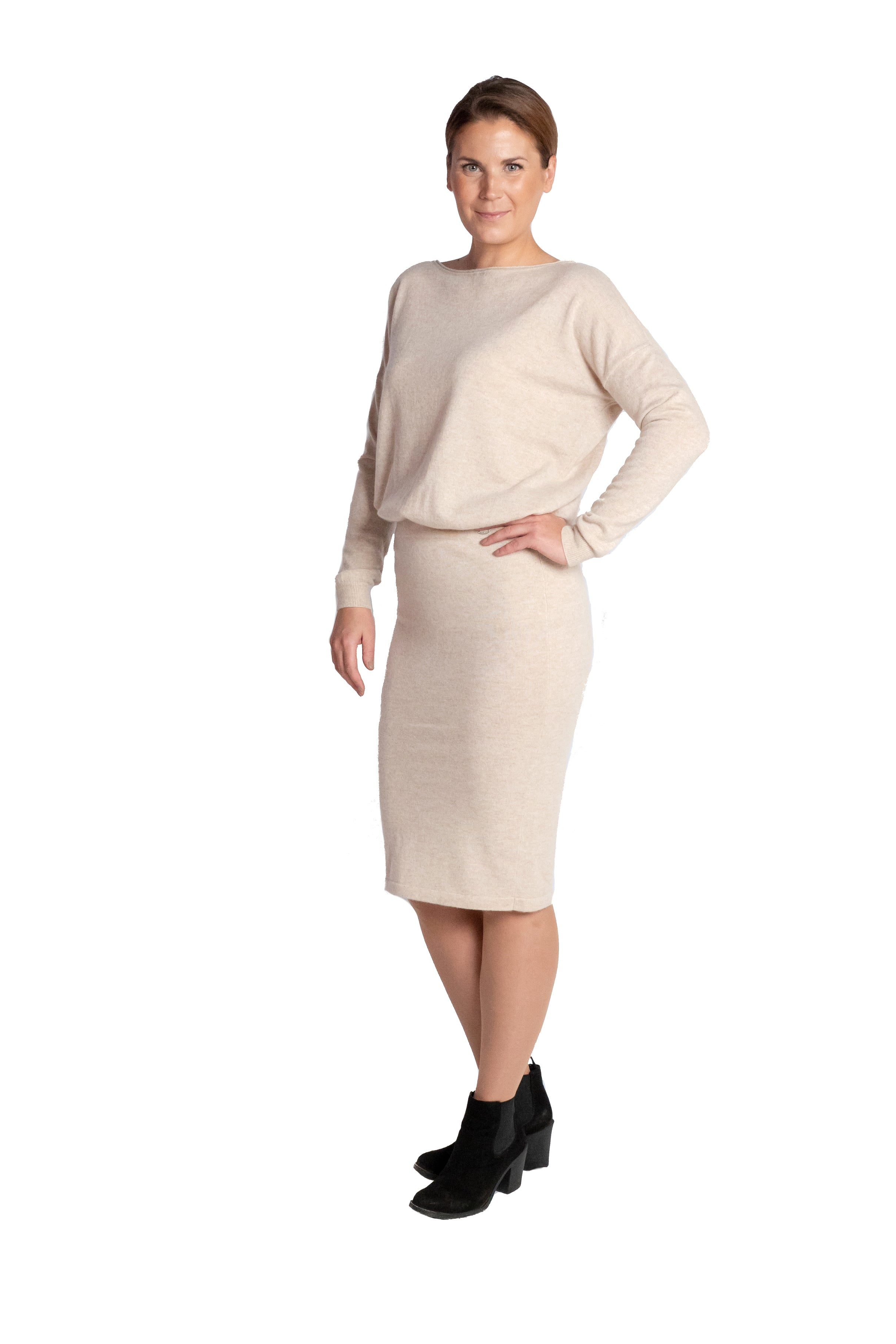 Inari Women's beige cashmere skirt - front side - 100% high-quality cashmere - Inari-clothing.fi