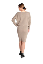 Lataa kuva Galleria-katseluun, Inari Women's brown cashmere skirt - back side - 100% high-quality cashmere - Inari-clothing.fi