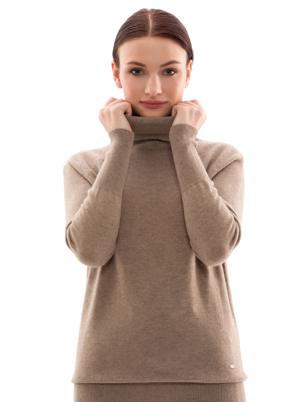 Inari Women's brown cashmere turtleneck sweater - front side - 100% high-quality cashmere - Inari-clothing.fi