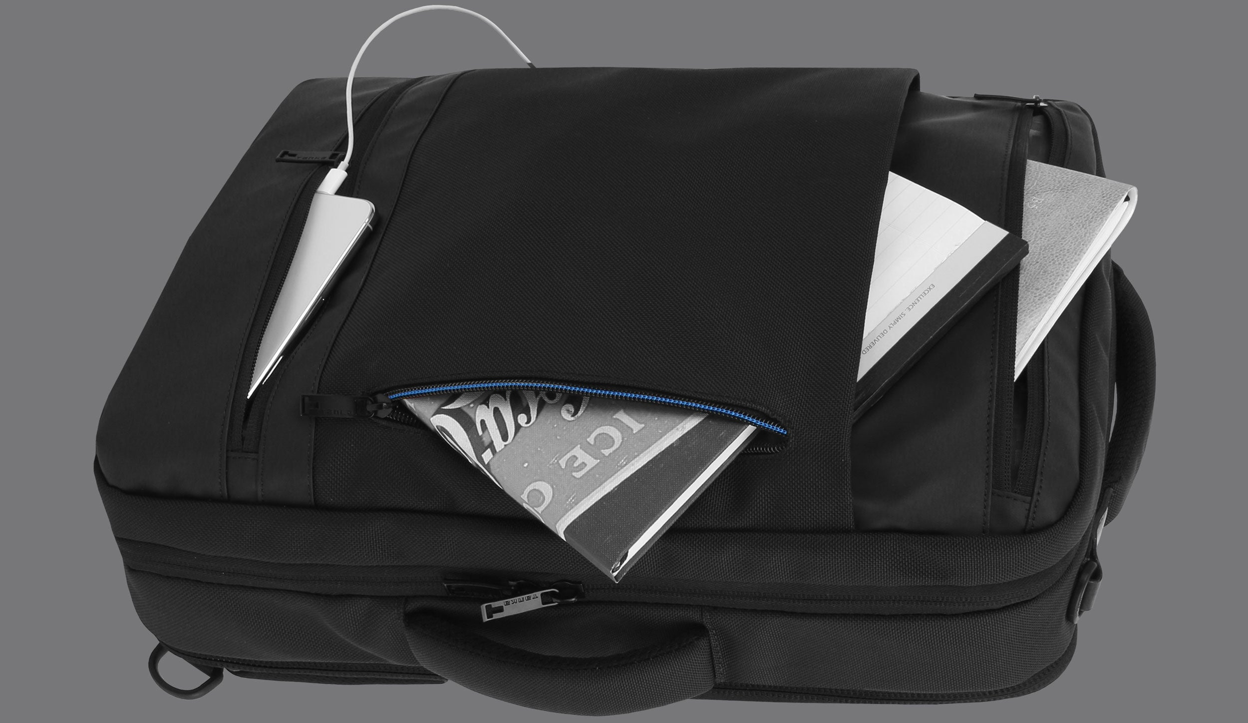 CONVENIENTLY LOCATED UTILITY POCKETS AND ORGANIZERS INSIDE