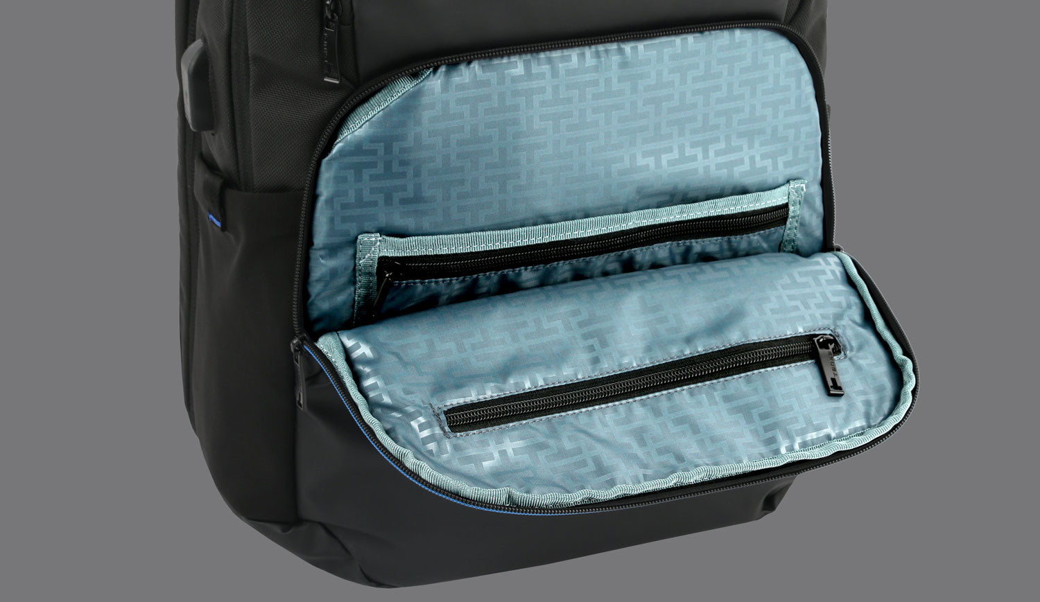 ROOMY MAIN COMPARTMENT AND CONVENIENTLY LOCATED UTILITY POCKETS WITH ORGANIZERS