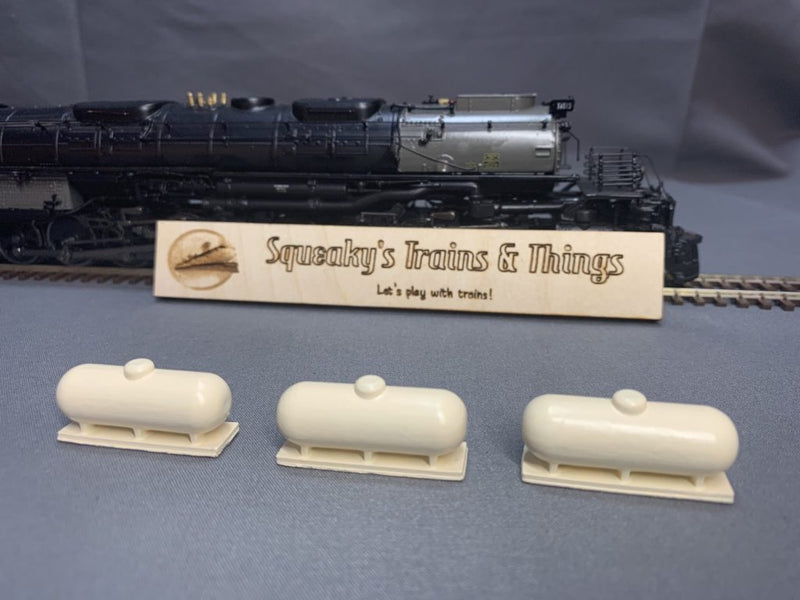 500-Gallon Propane Tank (3 Pack) | HO Scale | Hand Painted - Squeaky's Trains & Things