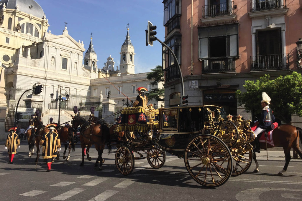 Foreign dignitaries being escorted to the Madrid palace in coach