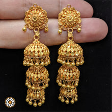 Load image into Gallery viewer, Gold Jhumki
