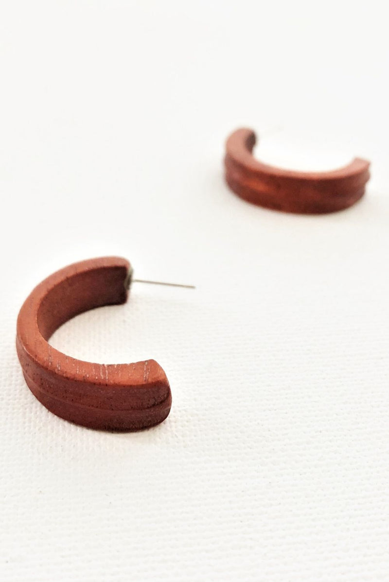 Curve Timber Earrings In Tan