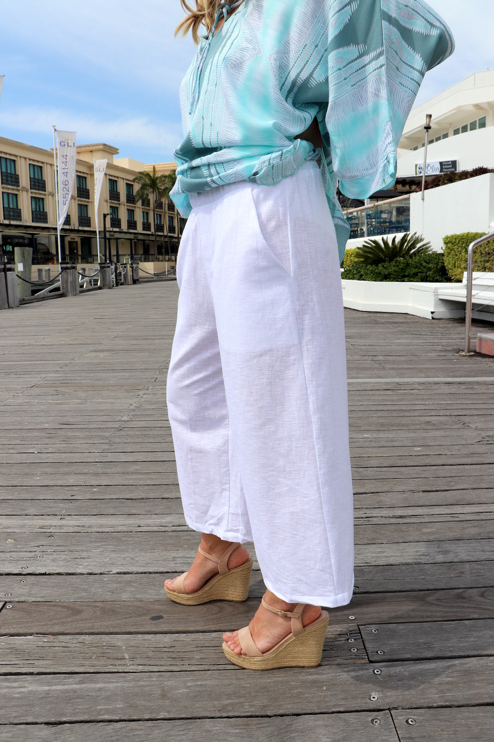 Cotton Siesta 3/4 Pant In White