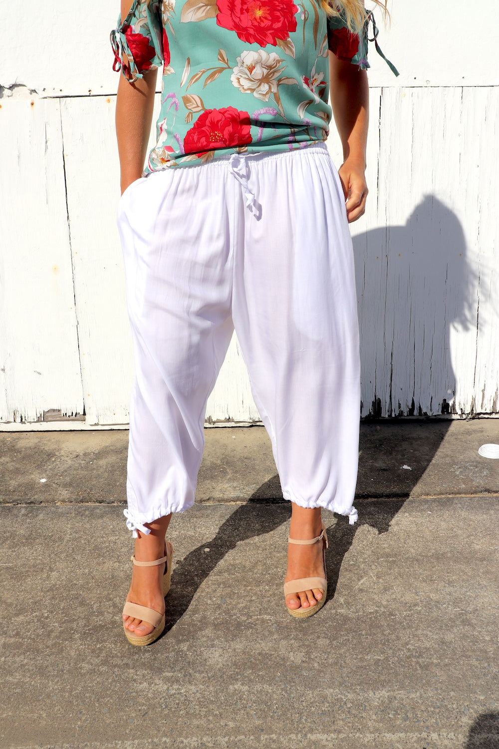 3/4 Elastic Holiday Pant In Rayon White