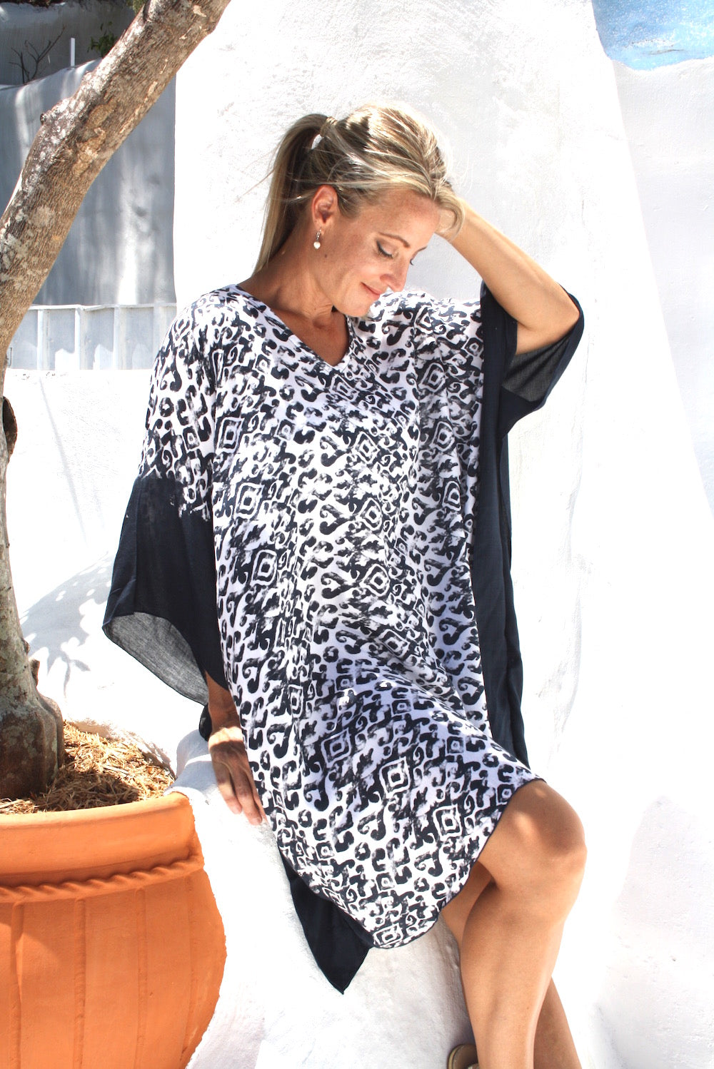 Short Tunic In Black Boarder