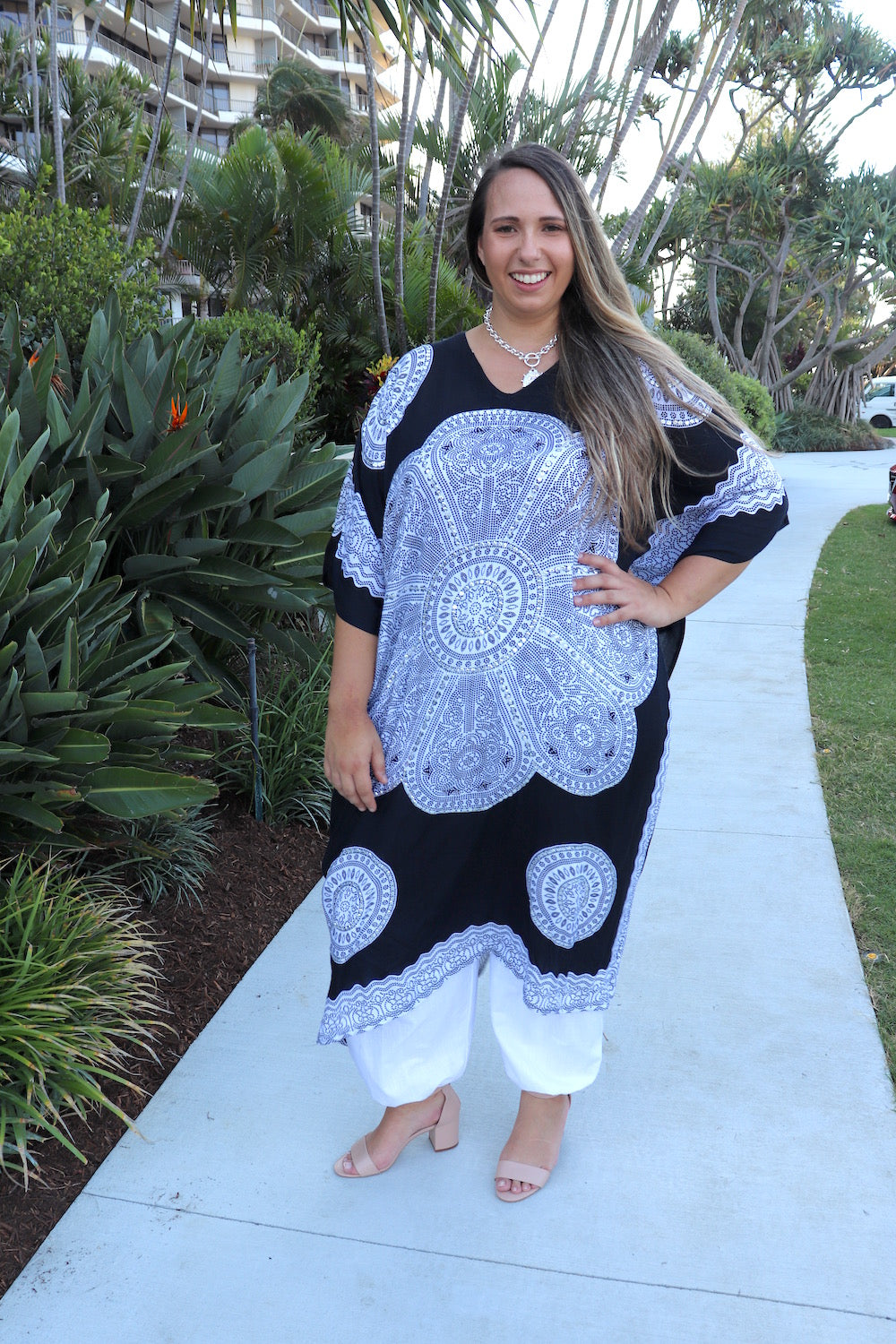 Bling Long Kaftan In Black & White