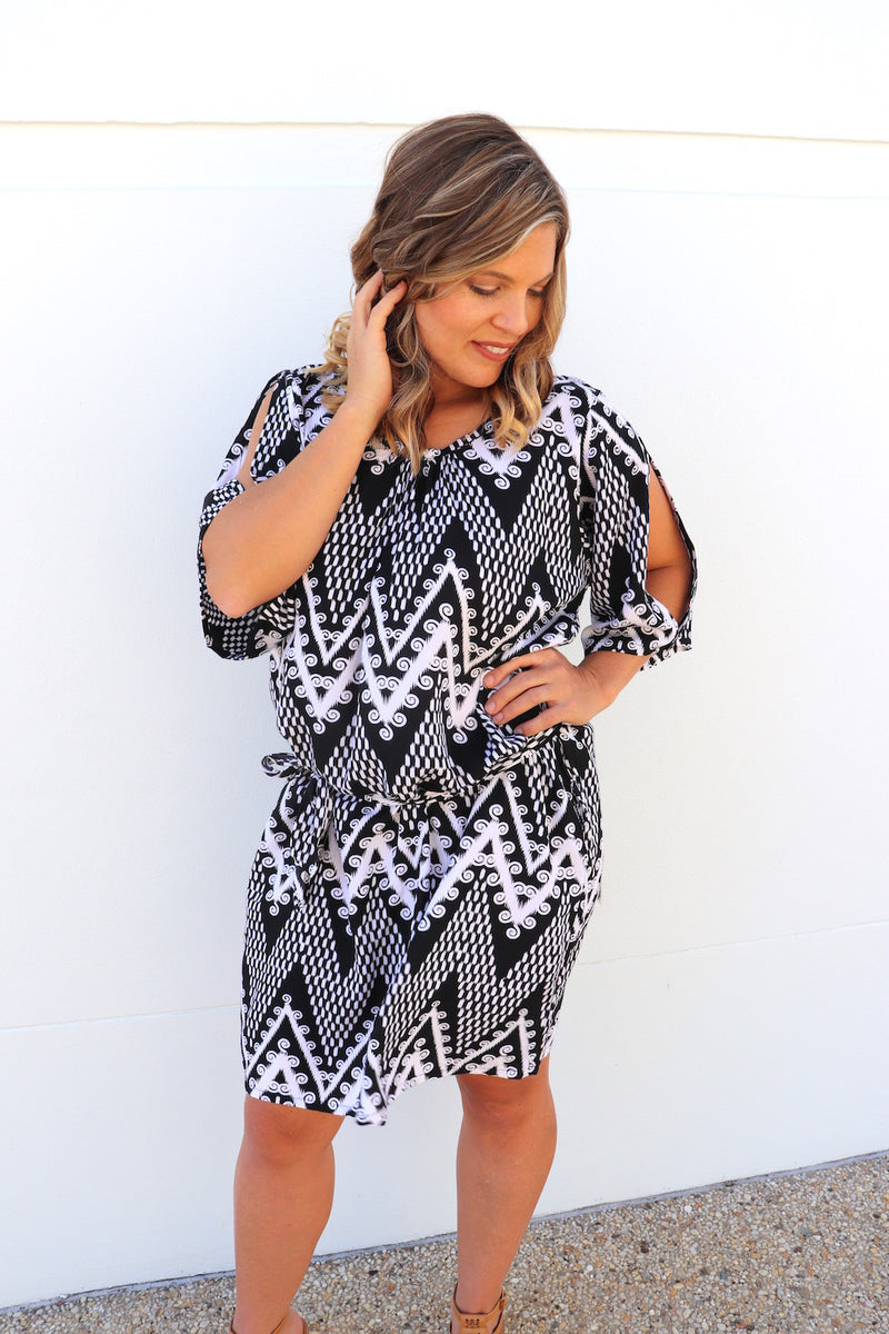 Getaway Short Sleeve Short Dress in Black Islander