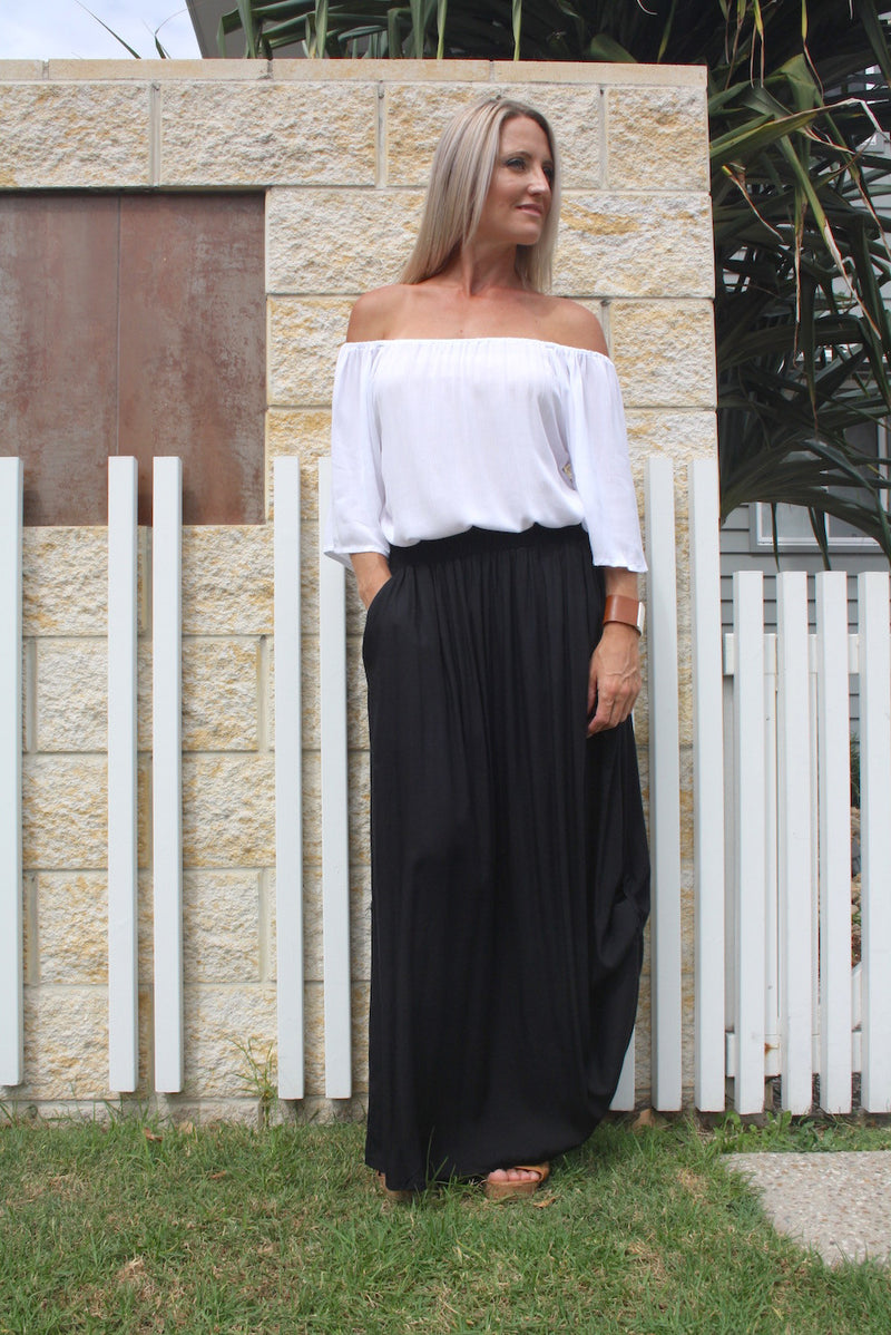 RO Ruched Skirt In Black