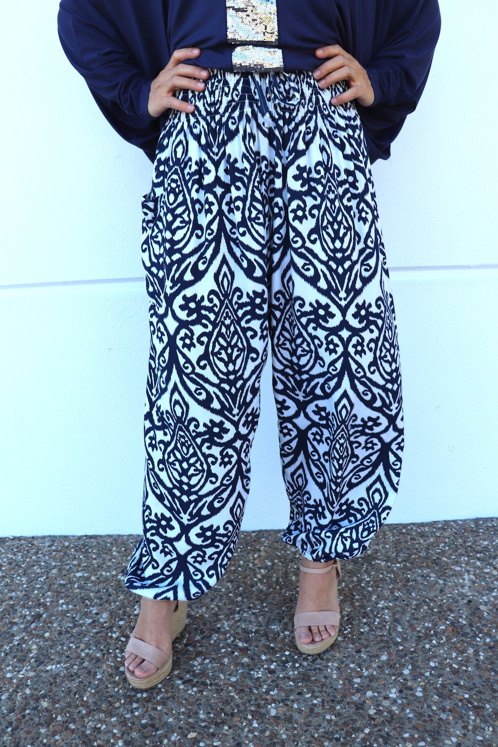 Chandler Pant In Navy/Icecream