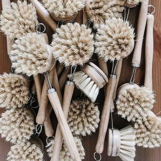 Fresh Thinking Co. long handled dish brush