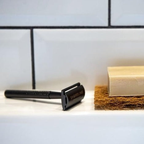 Shoreline Shaving plastic free razor matte black with soap